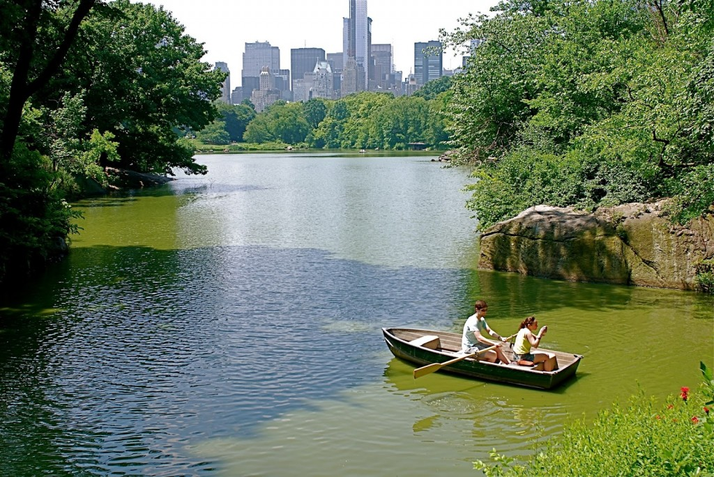 Romantic boat outing at Central Park Lake